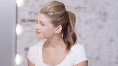 Rambut Tetap Cantik saat Bangun Pagi? Cepol Rambut dengan Scrunchie