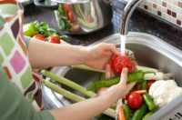Dicuci dengan Larutan Air Cuka, Cara Mudah Kurangi Kandungan Pestisida Sayur dan Buah-buahan