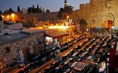 """Israel """"Main Api"""" di Masjid Al Aqsa ketika Teluk Arab Sibuk dengan Krisis Diplomatik Qatar"""
