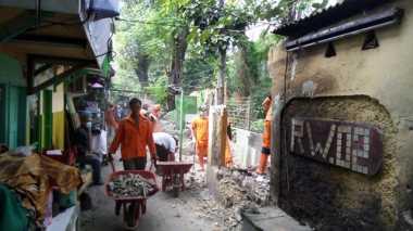 Normalisasi Saluran Air, 32 Bangunan Liar di Menteng Dibongkar
