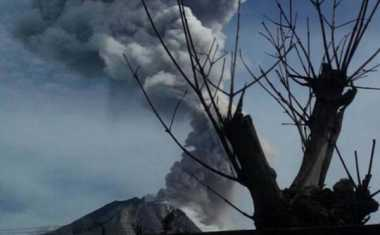 Abu Vulkanik Sinabung Sampai ke Deliserdang, Penerbangan di Bandara Kualanamu Tetap Normal