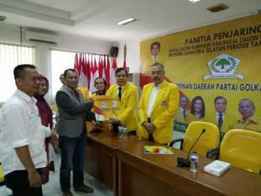 Ketua DPW Perindo Sumsel Febuar Rahman Ambil Formulir Cagub ke Golkar
