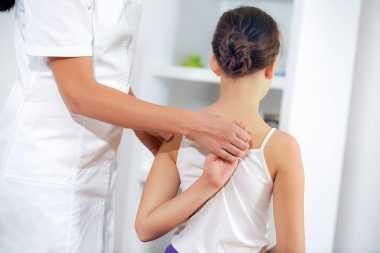 Waspadai Skoliosis, Penyakit Kelainan Tulang Belakang yang Bisa Berujung pada Gangguan Jantung