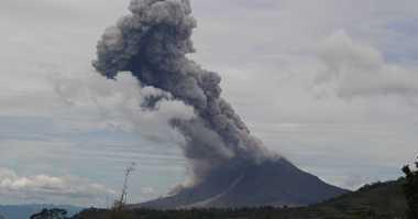 Terus Erupsi, Abu Vulkanik Gunung Sinabung Sudah Capai Deliserdang
