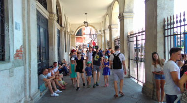 Banyak Turis 'Nakal', Venesia Berlakukan Aturan Ketat, Denda Rp 7 Juta!