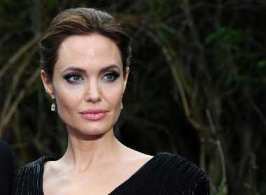 Usai Cerai dari Brad Pitt, Angelina Jolie Menderita Kelumpuhan Wajah