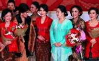 HARI MERDEKA: Selain Nuansa Merah Putih, Padanan Busana Batik atau Kebaya Bisa Dikenakan untuk Rayakan HUT RI