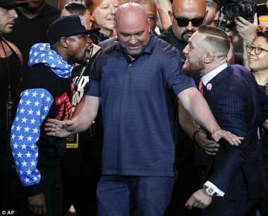 Cedera Tangan, Floyd Mayweather Sr: McGregor Takkan Dibuat KO oleh Anak Saya