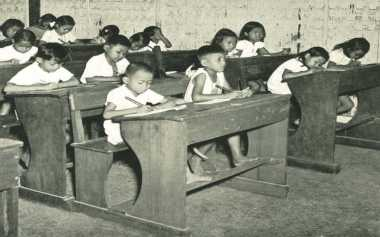 HARI MERDEKA: Napak Tilas Sejarah Pendidikan Indonesia, Sekolah Rakyat hingga SMA