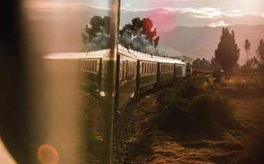 CATAT! 5 Rute Perjalanan Kereta dengan Pemandangan Terindah
