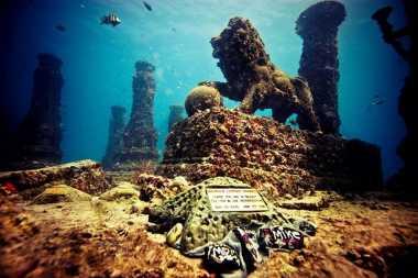Hiii...Ada Makam di Bawah Laut, Bikin Bulu Kuduk Merinding