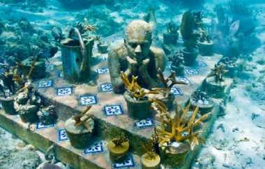Hiii...Selain Terumbu Karang, Ada 400 Patung di Taman Laut Cancun, Tampak seperti Mayat Hidup!