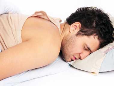 Awas, Jangan Langsung Tidur Setelah Makan Malam, Bisa Stroke!