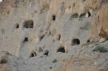 OKEZONE STORY: Misteri di Upper Mustang, 10.000 Gua yang Digali di Himalaya 2.000 Tahun Lalu