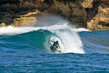 Pantai di Pacitan Diklaim Ombak Terbaik Kelas Dunia