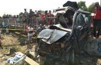 5 Orang Tewas dalam Kecelakaan Kereta Menabrak Avanza di Kendal