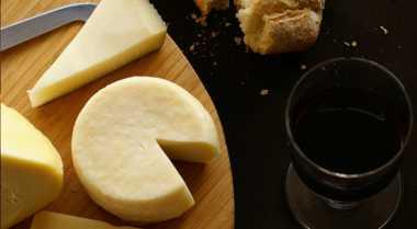 Berapa Lama Sebaiknya Keju Disimpan dalam Kulkas & Aman Dikonsumsi? Kenali Jenis Kejunya Dulu