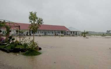 Diguyur Hujan dari Pagi, Ratusan Rumah di Padang Pariaman Terendam Banjir 1,5 Meter