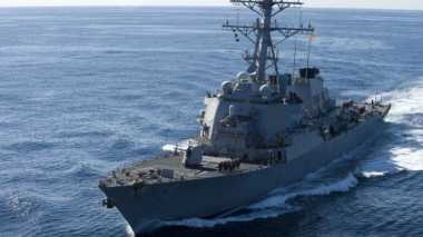 Salut! TNI AL Kerahkan 2 KRI untuk Cari Korban Kecelakaan Kapal Perang Amerika