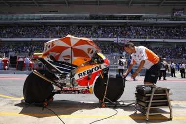 Sebelum Dibawa ke Track, Ban Motor Harus Dipanaskan hingga 90 Derajat Celsius!