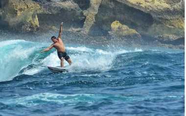 UNCOVER INDONESIA: Indahnya Panorama dan Ombak di Pantai Watu Karung Pacitan