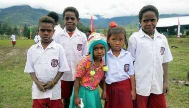 Jempol! Pemerintah Akan Wujudkan Sekolah Asrama di Papua