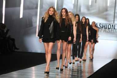 Dian Pelangi Hingga Barli Asmara Siap Kenalkan Ragam Mode Indonesia di Panggung New York Fashion Week 2018
