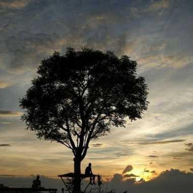 SHARE LOC: Sunset Gunung Kendil, Kian Tawarkan Pesona Instagram-able
