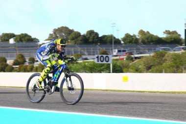 Dukung Pesepeda, Motor Movistar Yamaha Punya Stiker Baru untuk Promosikan Safe Driving