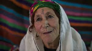 Ya Ampun, Wanita Aljazair Rela Menahan Sakit karena Tato di Wajah demi Dipuji Cantik