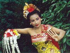 Tari Pendet dari Bali yang diklaim sebagai salah satu budaya milik Malaysia. (Foto: ikhsanamq.files.wordpress.com)