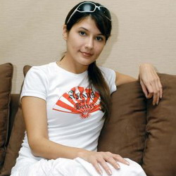 Nonton Air Terjun Pengantin Harus Bawa KTP : Okezone Celebrity