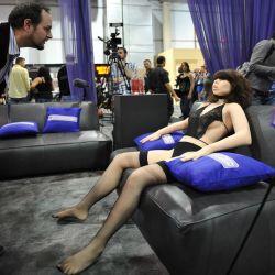 Robot Seks 'Roxxxy' Unjuk Kebolehan
