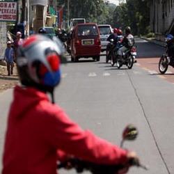 Tidak memakai helm standar kena denda (foto;Ist)