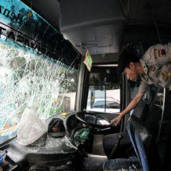 Bus yang ditumpangi pemain Persijap (Foto: Koran SI)