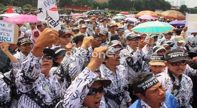 Demo Guru menuntut pembatalan penghapusan PMPTP (Foto: Heru Haryono/okezone)