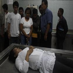 Mayat wanita yang ditemukan di lokalisasi (Foto: Prasetyo P/okezone)