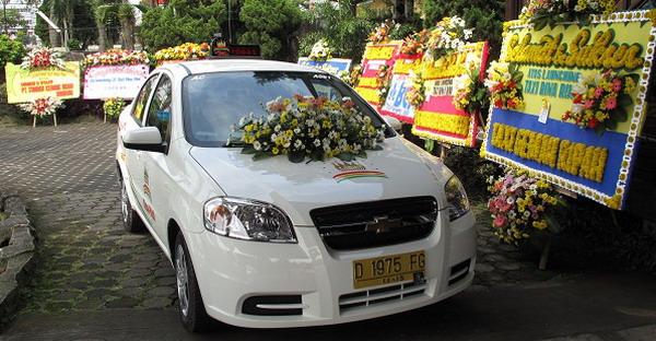 Chevrolet Serahkan Lova Ke Taksi Rina Rini Okezone News