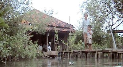 Warga Kampung Senik, Demak, Jateng, yang masih bertahan. (Dok: Sun TV)