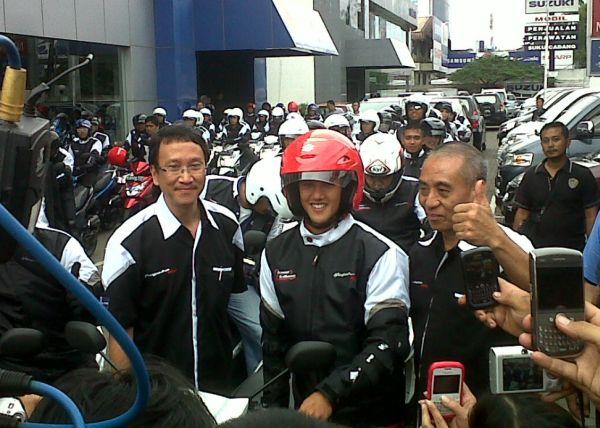 Irfan Bachdim dengan Suzuki Hayate (foto: Edo Pramanadhita/Okezone)
