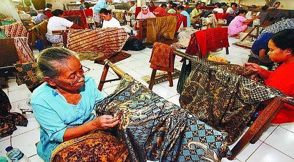 Hal senada juga disampaikan oleh desainer kenamaan Auguste Soesastro yang dikenal sangat concern dengan kain tradisional. I
