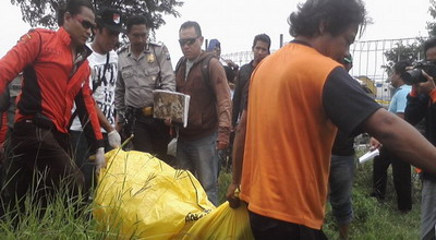 Ilustrasi evakuasi mayat (Foto: Nurul/okezone)