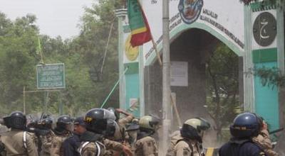 Ilustrasi bentrok, insiden bentrok di makam Mbah Priok (Foto: Heru H/okezone)