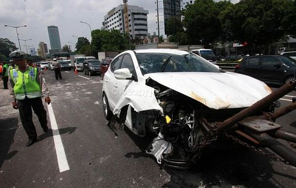 F: Hyundai New Tucson kecelakaan di depan DPR (Heru Haryono / Okezone)