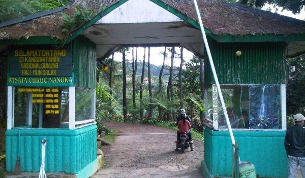 Pintu masuk Curug Nangka (Foto: Marieska/okezone)
