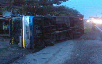 Bus Sumber Selamat sebelumnya Sumber Kencono (Foto: Genta W/okezone)