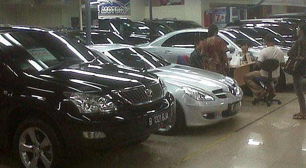 F : Salah Satu Tempat Penjualan Mobil Bekas (foto: Aditya Maulana/Okezone)