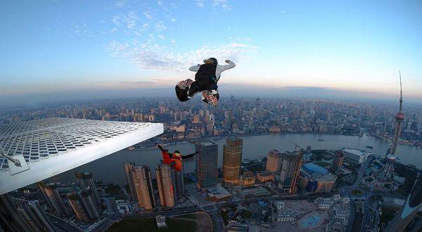 Pelaku base jumping (Foto: Ithing.com)