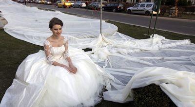 Gaun pengantin terpanjang di dunia (Foto: EPA)