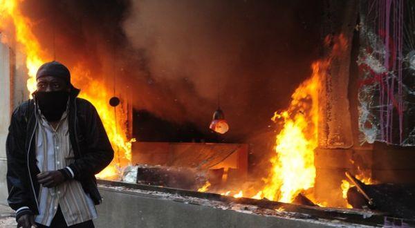 Protes Spanyol yang berakhir rusuh (Foto: AP)